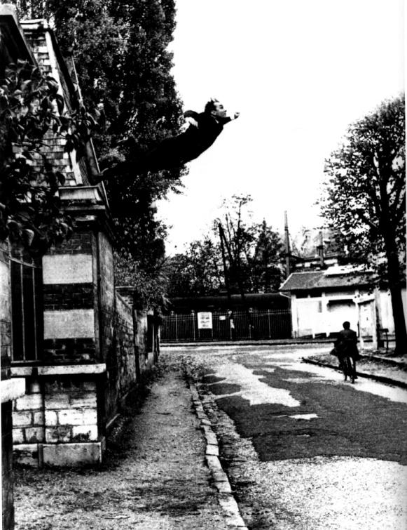 Yves Klein+Salto+pazzia+creatività